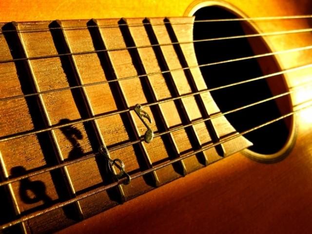 jouer de la guitare sans les mains