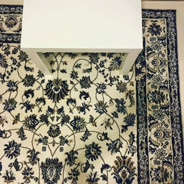 enigme telephone table tapis