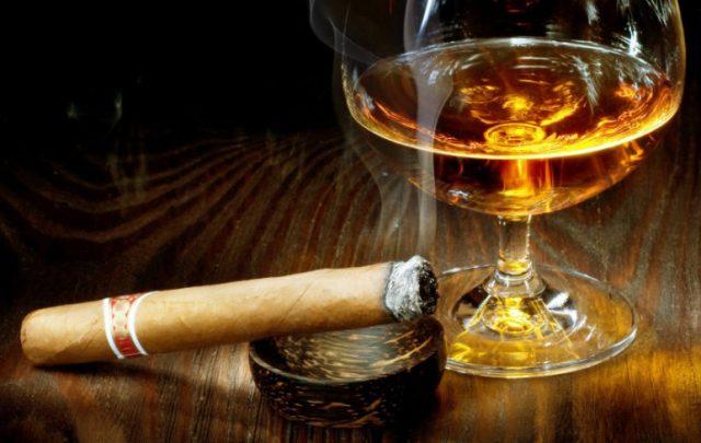 Portez ce vieux whisky au juge blond qui fume